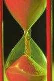 Hourglass zbliżenie w zieleni i czerwieni Obraz Stock