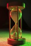 Hourglass zbliżenie w zieleni i czerwieni Fotografia Royalty Free