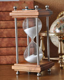 Hourglasses i książka zdjęcie stock