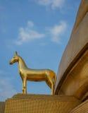 Hourse d'or en Wat Bowonniwet Vihara, Bangkok Photo stock
