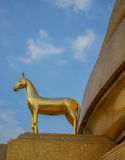 Hourse de oro en Wat Bowonniwet Vihara, Bangkok Foto de archivo