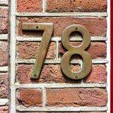 Hous nummer sjuttioåtta 78 för brons Arkivbild