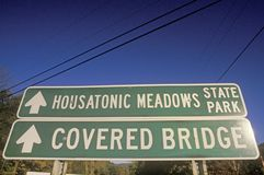 Housatonic Meadows State Park and covered bridge sign in Cornwall Bridge, Connecticut Royalty Free Stock Photos