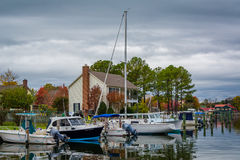 House and boats docked in the Miles River, in St. Michaels, Mary Stock Photography