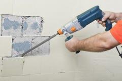 House-builder che lavora con un perforatore Immagine Stock