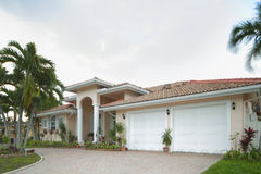 House with 2 car garage Royalty Free Stock Photography