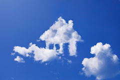 House cloud. Form in clear blue sky Royalty Free Stock Photo