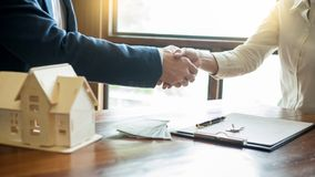House developers agent or financial advisor and customers shaking hands after signing document making deal as successful. Agreement, contract with a firm stock images