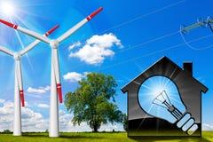 House di modello con i generatori eolici e la linea elettrica Fotografie Stock
