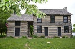 house en lokalskola Arkivbilder