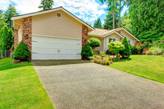 House exterior with garage and driveway Royalty Free Stock Photography