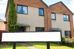 house försäljningen typisk arkitekturengelska arkivfoto