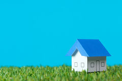 House on green field Royalty Free Stock Photos