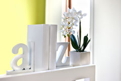 House interior decoration using 3d letters and flowering plant i Royalty Free Stock Photos