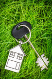 House key and green grass Stock Photography