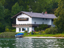 House at the lake Royalty Free Stock Images