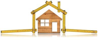 House modelo e régua de dobradura de madeira imagem de stock royalty free