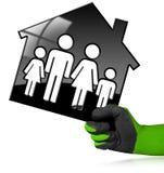 House modelo preto com uma família Foto de Stock Royalty Free