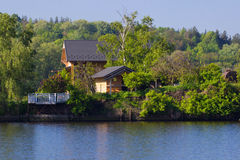 House near the river Royalty Free Stock Photos