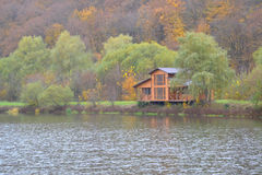 Free House On The Lake Royalty Free Stock Photo - 38403585