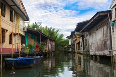 House On Wooden Stilts On The Khlongs Of Thailand. Khlong Yai Royalty Free Stock Images