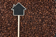 House pointer, the price tag lies on  coffee  beans Royalty Free Stock Images