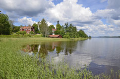House reflected in scenic lake Royalty Free Stock Photography