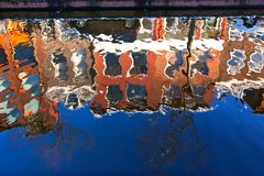 House reflection in the canal of Delft Royalty Free Stock Photography