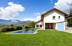 House with swimming pool Royalty Free Stock Images