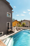 House, swimming pool view Royalty Free Stock Photos