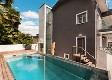 House, swimming pool view Royalty Free Stock Photography