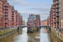 House and two brides in old warehouse district, Hamburg, Stock Images