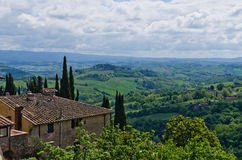 House with a view on Tuscany landscape near San Gimignano Royalty Free Stock Photos