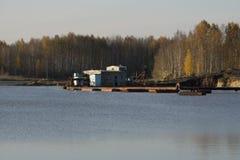 Houseboat γύρος στα τέλματα που επιπλέουν το σχέδιο στοκ εικόνες