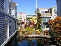 Houseboat νησί του χωριού Granville Στοκ Εικόνες