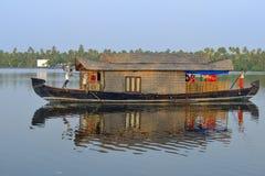 Houseboat πολυτέλειας Στοκ εικόνες με δικαίωμα ελεύθερης χρήσης