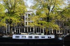 Houseboat и зодчество в amsterdam Стоковая Фотография RF