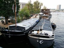 Houseboat in amsterdam's canals Royalty Free Stock Photography