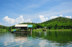 Houseboat, lake, moutain and sky in Thailand Royalty Free Stock Images