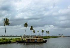 Houseboat w stojącej wodzie Kerala, India Obrazy Royalty Free