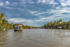 Houseboats w stojącej wodzie alleppey obrazy royalty free