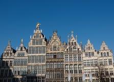 Housefront στο τετράγωνο αγοράς σε Antwerpen Στοκ Εικόνα