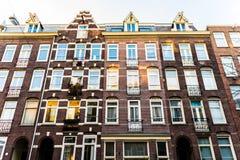 Housefront di Amsterdam con parecchie costruzioni Fotografia Stock Libera da Diritti