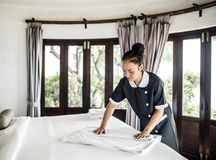 Free Housekeeper Cleaning A Hotel Room Royalty Free Stock Images - 118746739
