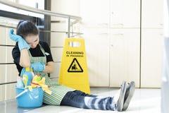 Housekeeping lub gosposia bierze przerwę fotografia stock