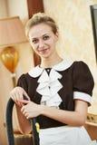 Housemaid portret przy hotelową usługa fotografia stock