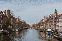 Houses and Boats along a Canal in Downtown Amsterdam, the Nether stock photography