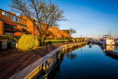 Houses and boats along the waterfront promenade, in Canton, Balt Royalty Free Stock Photography