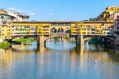 Houses built on the Ponte Vecchio Old Bridge over river Arno i Royalty Free Stock Images
