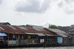 HOUSES AT CHAO PHRAYA RIVER BANGKOK Stock Images